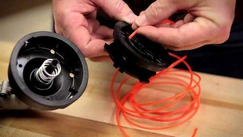 How To Change And Charge A Fishing Line Into A Trimmer