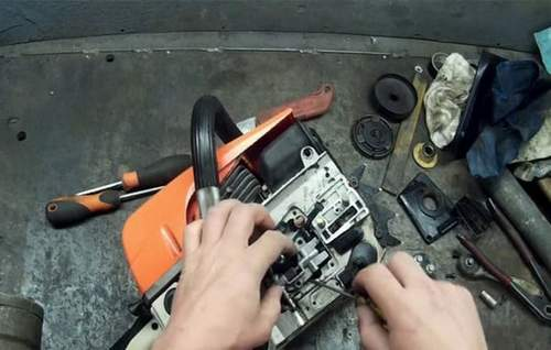 Replacing the Chinese Chainsaw Oil Pump