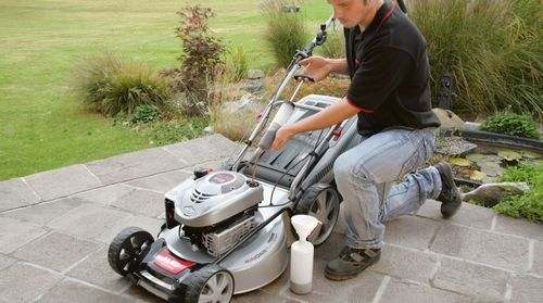 How to Drain the Lawnmower Engine Oil